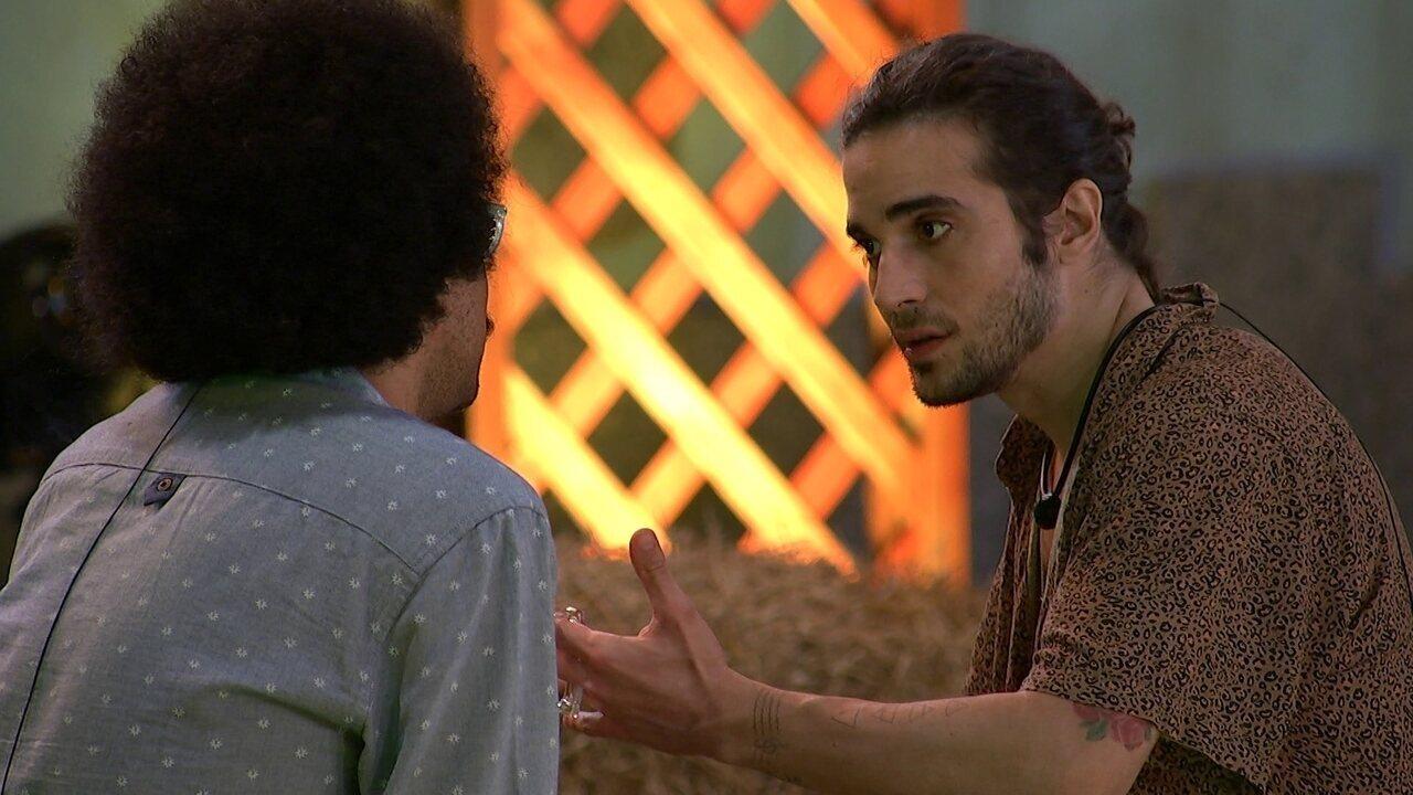 No BBB21, João Luiz nega atitude de brother e Fiuk aponta: 'Foi o que chegou em mim'
