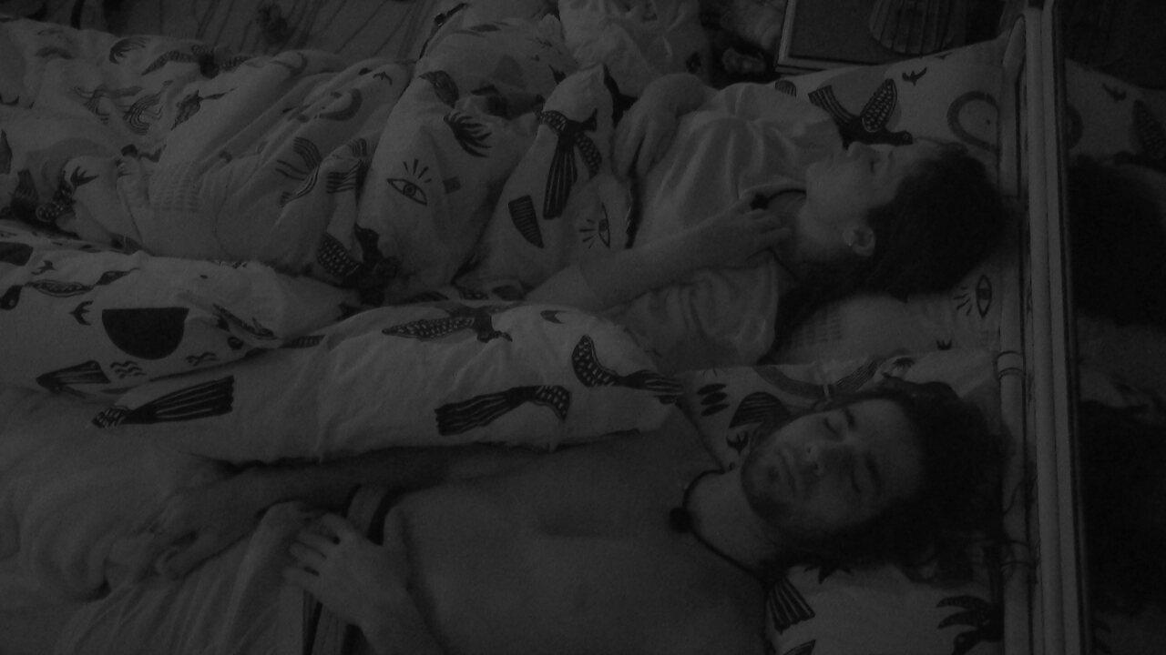 Após madrugada de festa, Fiuk e Juliette dormem juntos no Quarto Cordel