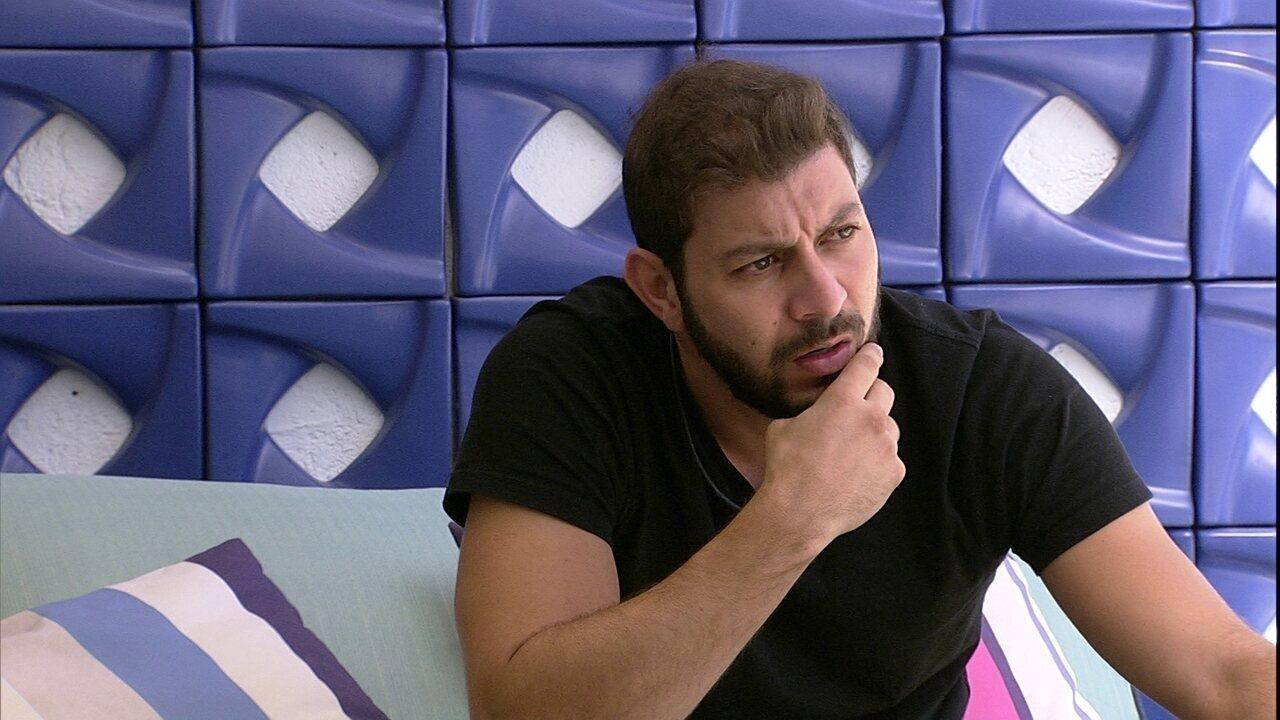 Após desentendimento com brother do BBB21, Caio reclama: 'Quer dar show, dá'