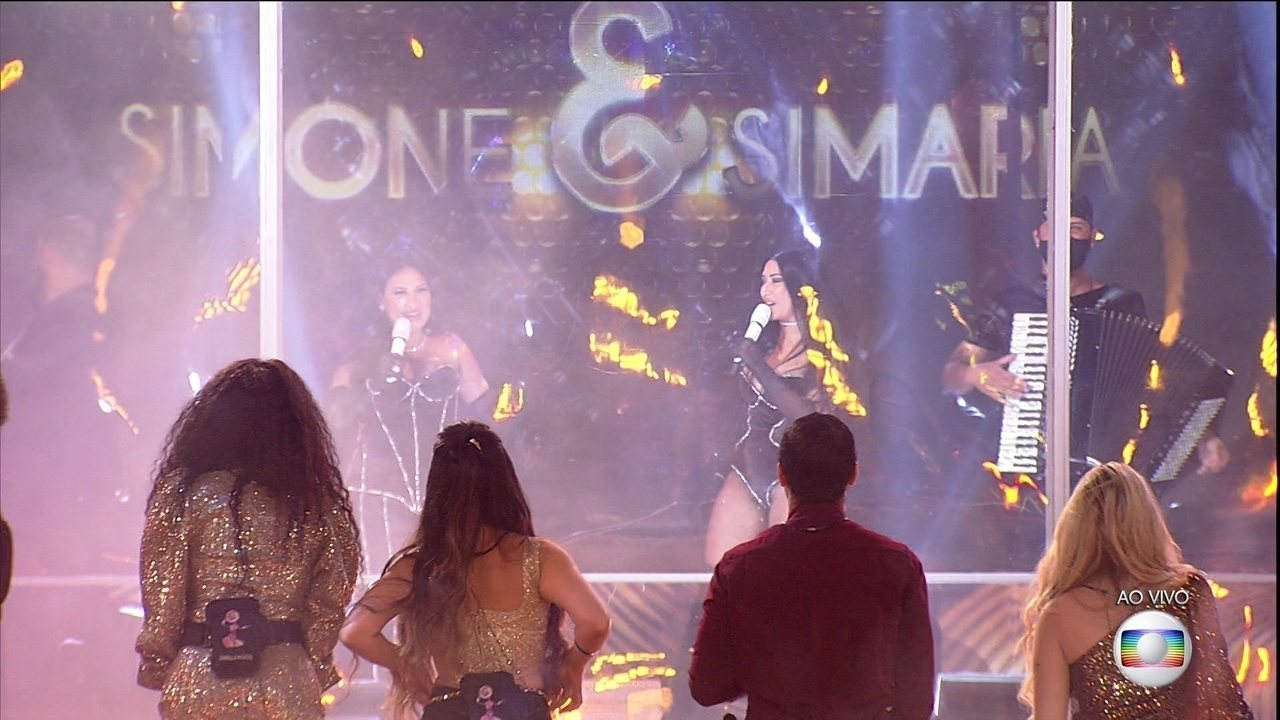 Brothers se surpreendem com show de Simone e Simaria no BBB21