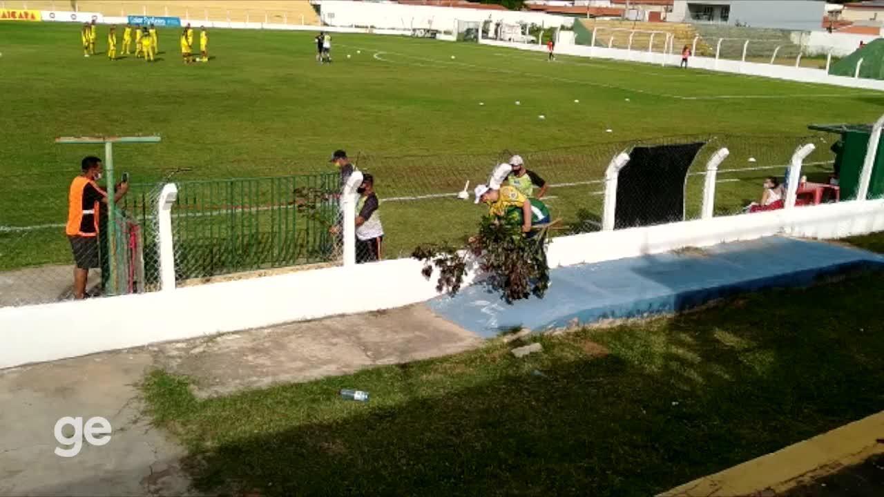 Presidente do Picos leva pinhao-roxo ao estádio para espantar fase ruim