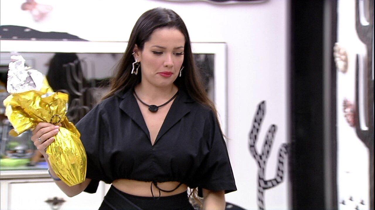 Juliette propõe brincadeira e esconde ovos de Páscoa de Gilberto: 'Vamos trollar ele?'