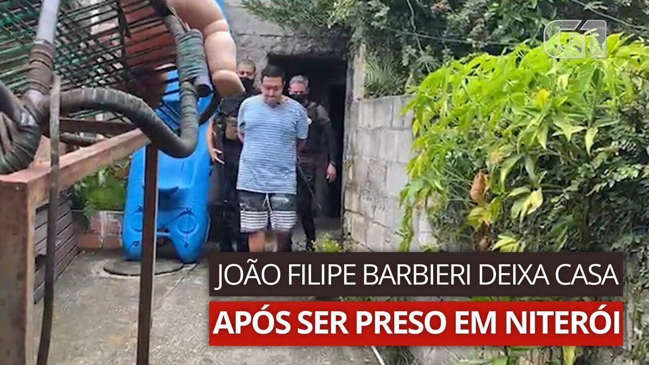 VÍDEO: João Filipe Barbieri deixa casa após ser preso em Niterói