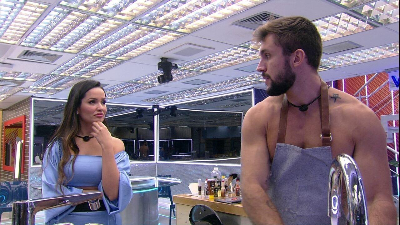 Arthur admite para Juliette: 'Confesso que quando você foi jogar, eu torci contra'