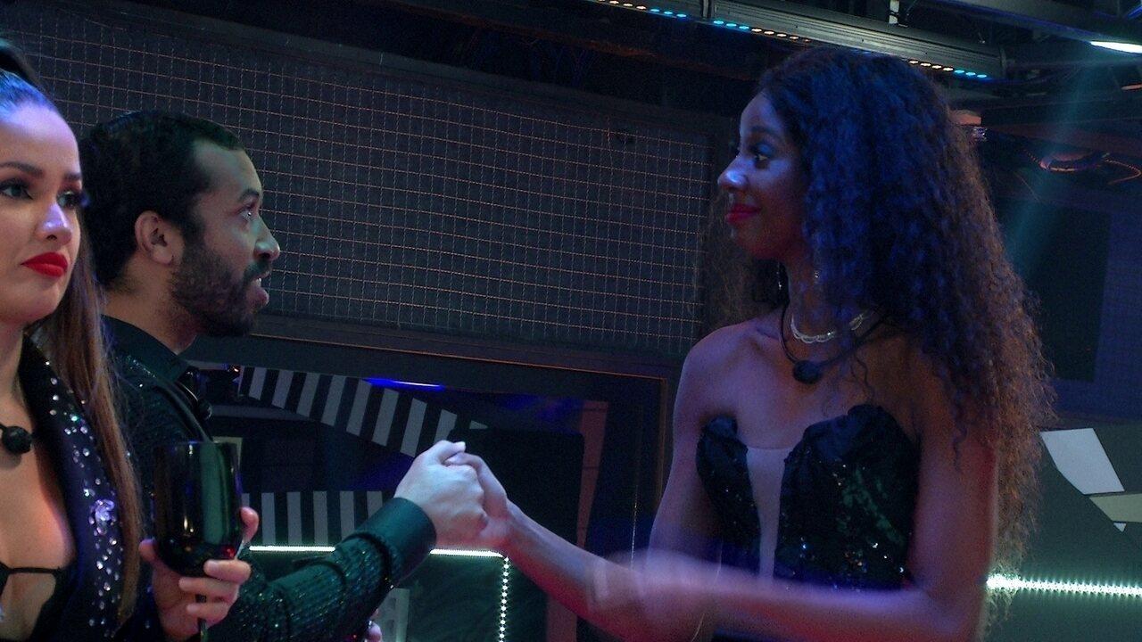 Gilberto se declara para Camilla de Lucas em Festa Memória do BBB21