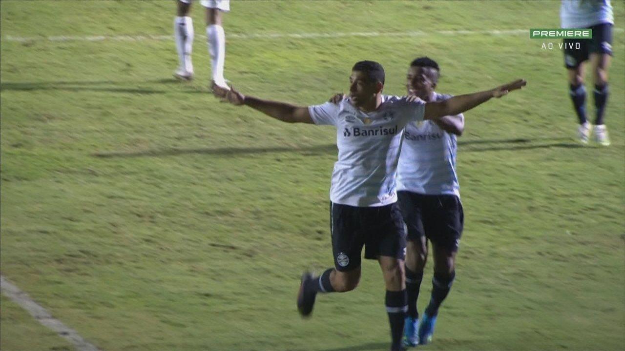 Gol do Grêmio! Diego Souza converte pênalti aos 38' do 2ºT