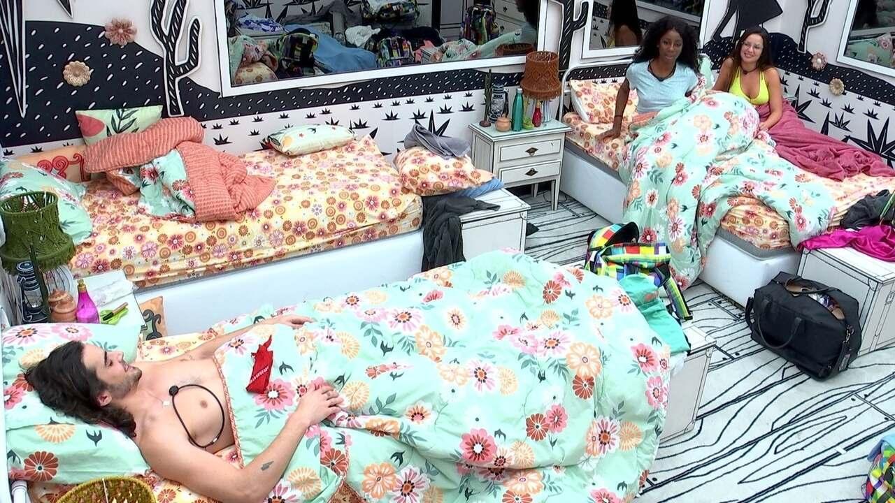 Camilla de Lucas arruma cama de Gilberto: 'Ele vai se fazer presente aqui'