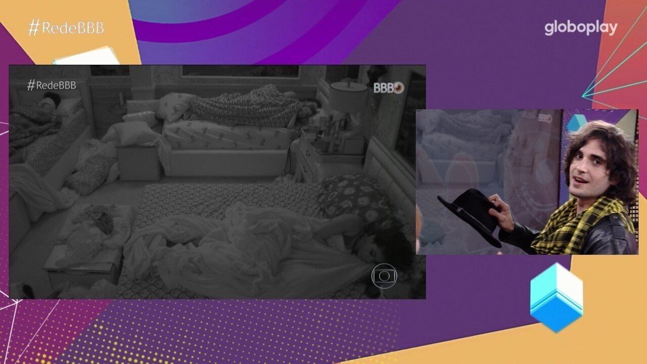 No Bate-Papo BBB, Fiuk fala sobre choro após edredom e avalia sua relação com Juliette
