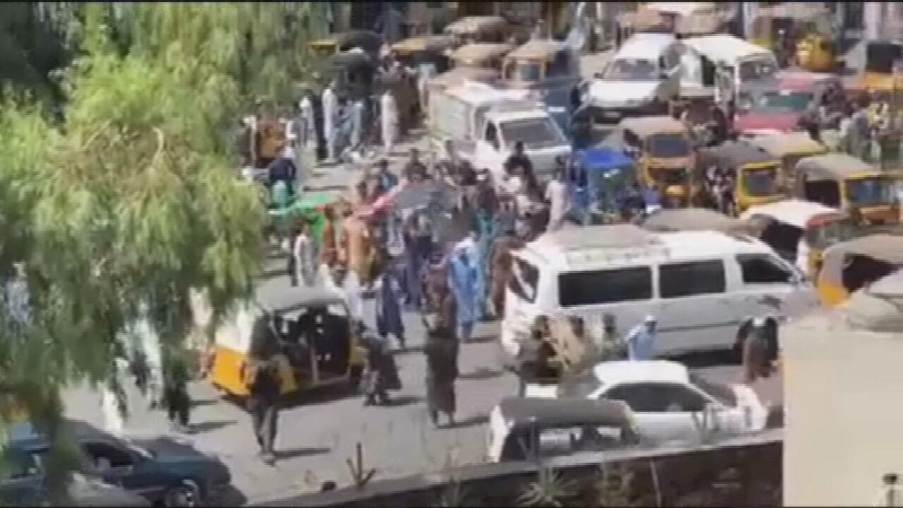 VÍDEO: Protesto reprimido pelo Talibã termina com mortes, em Jalalabad