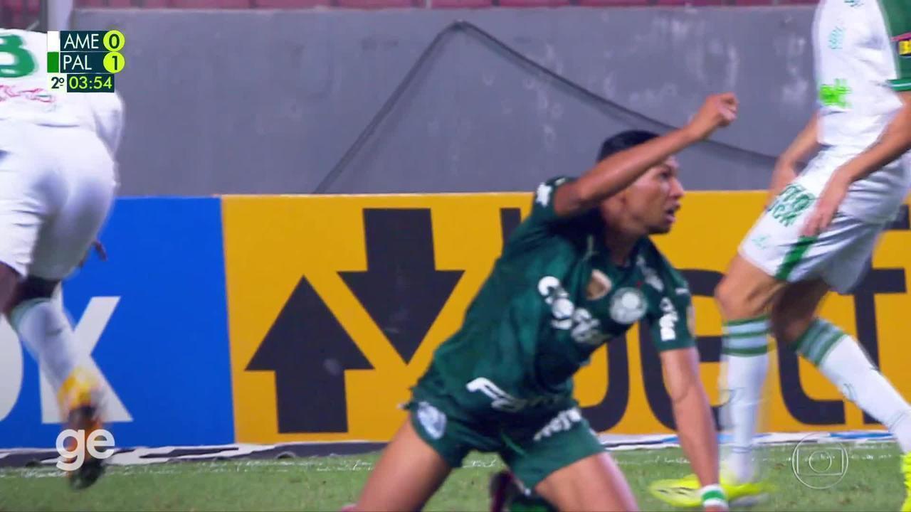 A los 4 minutos de la segunda parte - Eduardo Bauermann do América-MG tarjeta amarilla contra Palmeiras.